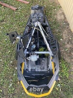 Ski Doo Renegade 800 Etec 137 Xp Frame Tunnel Chassis Snowmobile Body